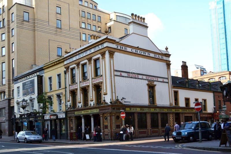 Il Salone dei Liquori della Corona, noto anche come 'Crown Bar' (barra della Corona), è un pub nella Great Victoria Street immagine stock