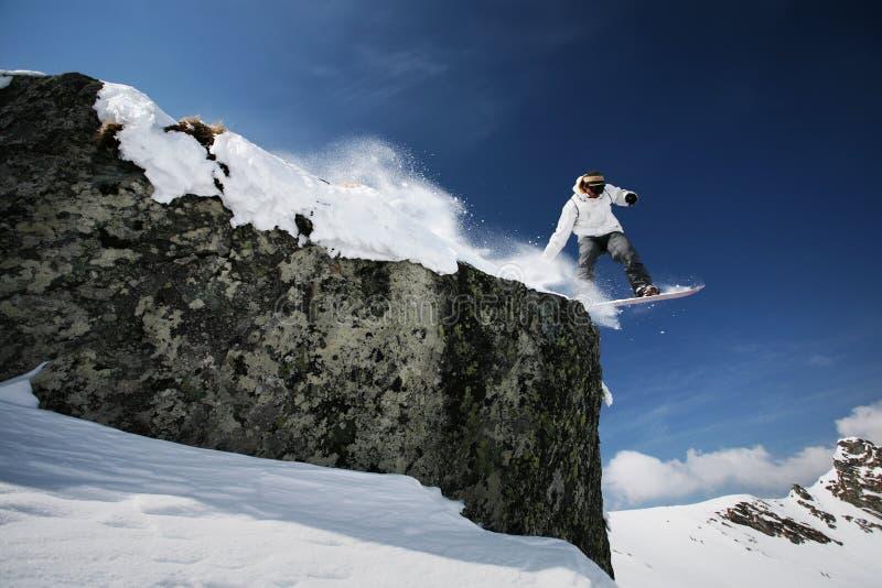 Il salto dello Snowboarder fotografie stock libere da diritti