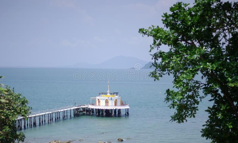 Il santuario nel mare Tailandia fotografia stock