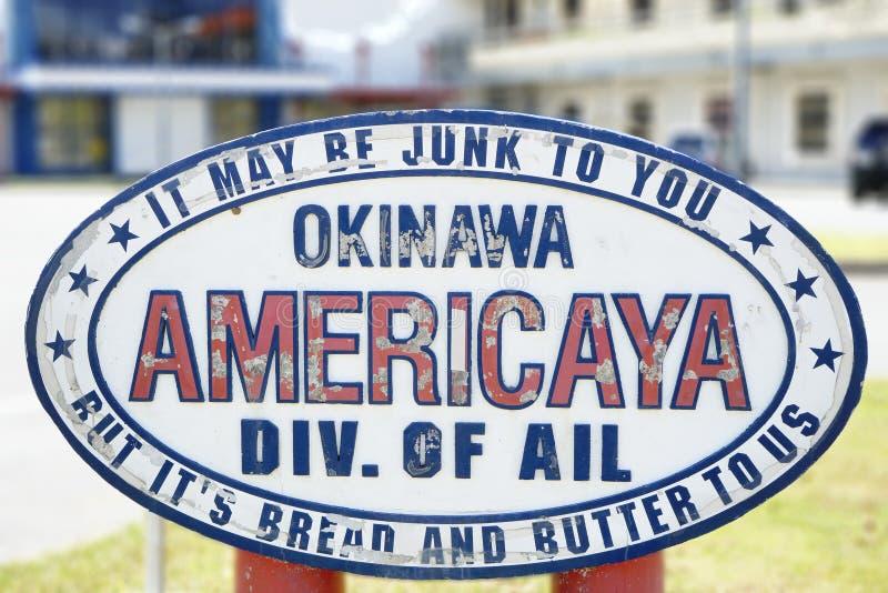 Il segno americano del negozio di dove è Okinawa Americaya Div iscritto lo indispone può con riferimento a ciarpame a voi ma è pa immagini stock