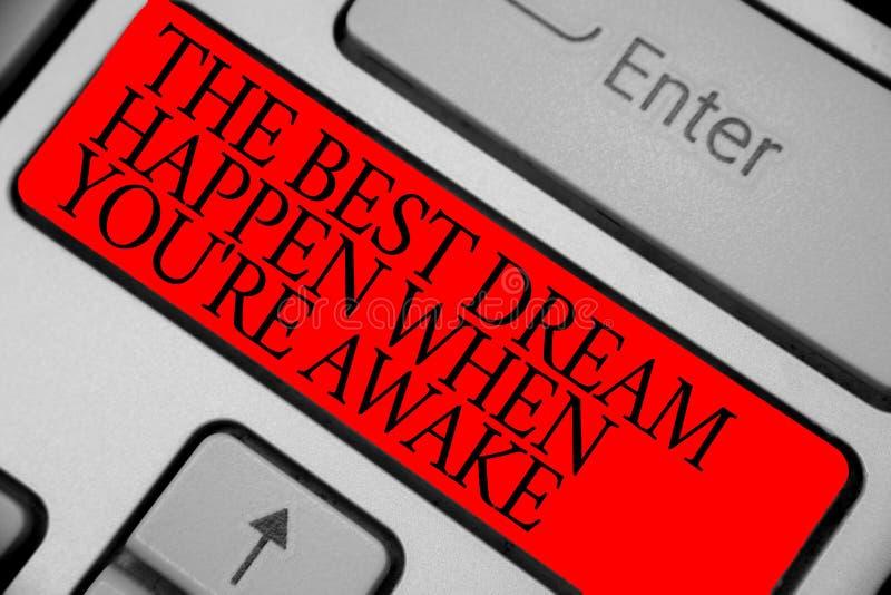 Il segno del testo che mostra il migliore sogno accade quando con riferimento a siete sveglio I sogni concettuali della foto avve fotografie stock