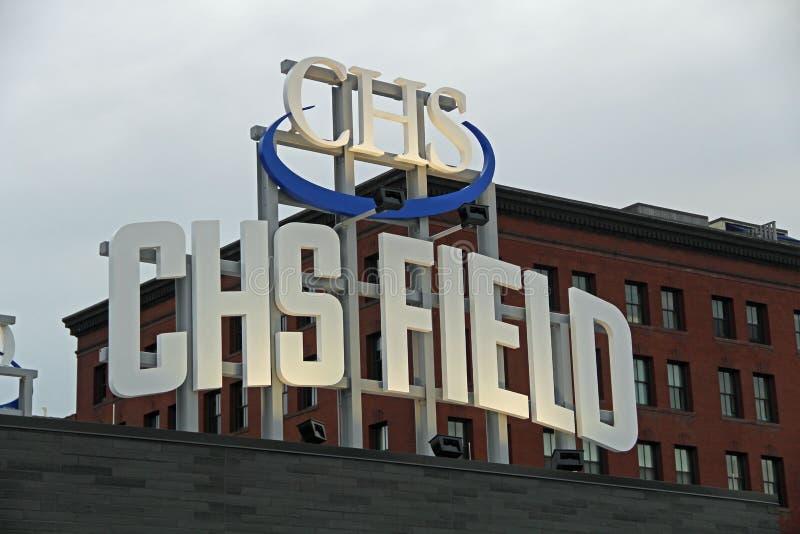 Il segno sopra il campo di CHS a St Paul, Minnesota fotografie stock