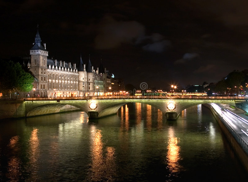 Il Seine - indicatori luminosi di notte fotografia stock