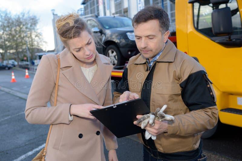 Il servizio di assistenza dopo l'automobile riparte immagine stock libera da diritti