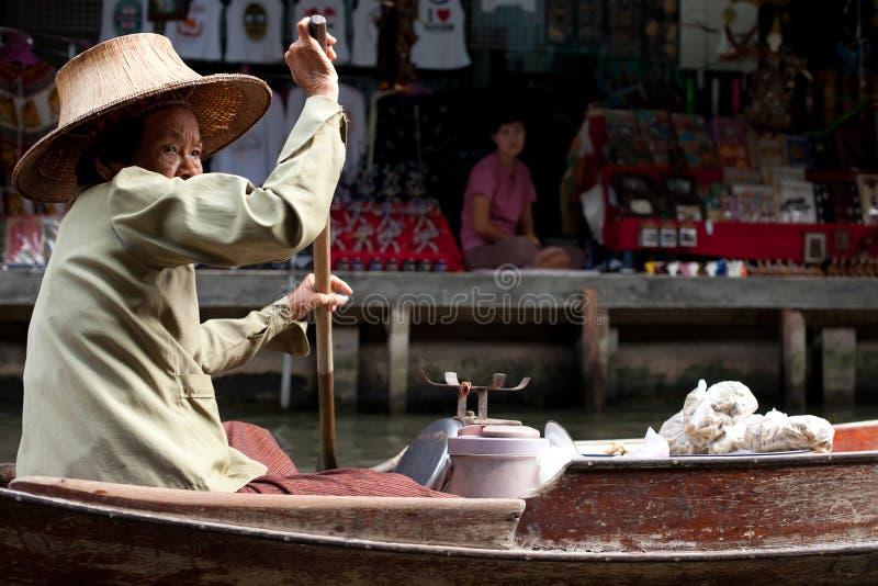 Il servizio di galleggiamento in Tailandia fotografie stock libere da diritti