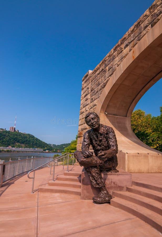 Il sig. Rogers Monument sul lato nord della città che trascura in città un giorno di estate soleggiato fotografia stock libera da diritti