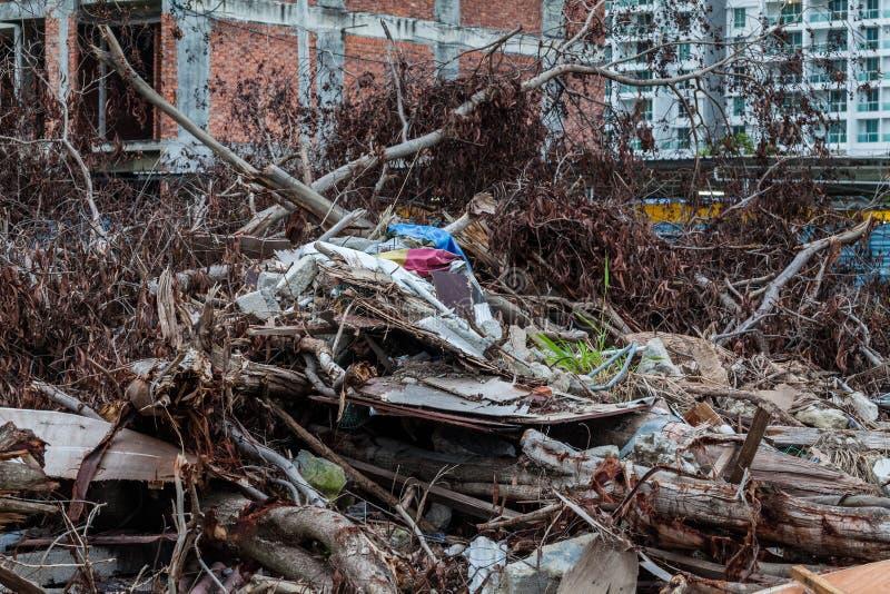 Il sito del ciarpame che indica il disastro gradisce il tsunami, il terremoto, il tornado o il tifone immagini stock libere da diritti