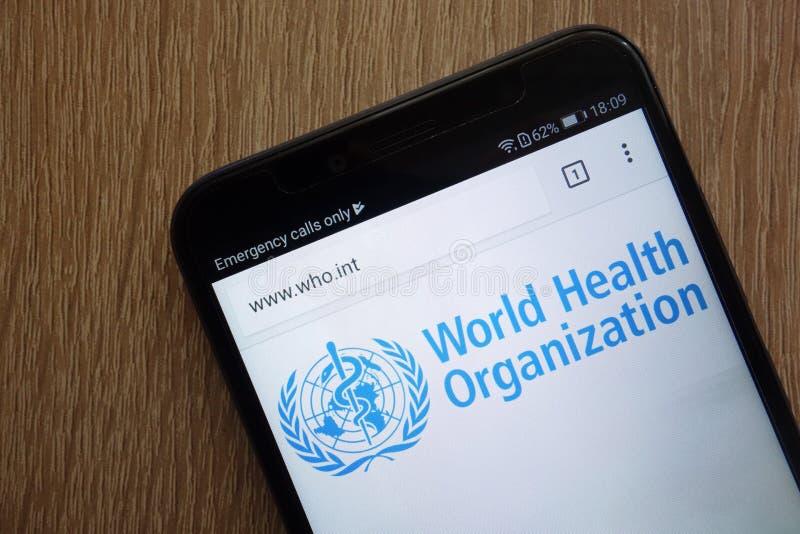Il sito Web ufficiale del WHO dell'organizzazione mondiale della sanità ha visualizzato su uno smartphone moderno immagini stock libere da diritti