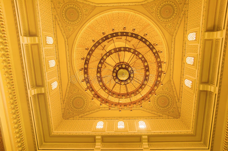 Download Il Soffitto Dentro La Moschea Nel Dubai Fotografia Editoriale - Immagine di santo, islam: 56890132