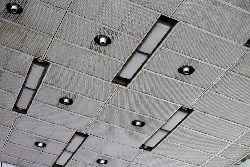 Il soffitto nel fabbricato industriale fotografia stock