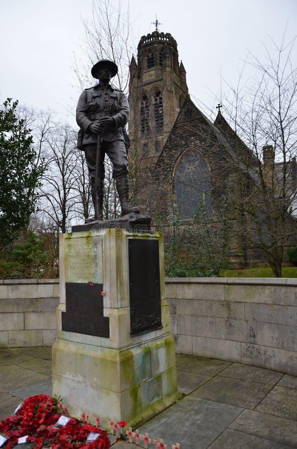 Il soldato caduto dalla grande guerra davanti alla chiesa di San Paolo a Heaton Moor fotografia stock