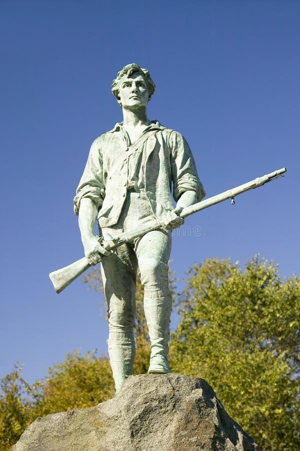 Il soldato del Minuteman dalla guerra rivoluzionaria accoglie gli ospiti a Lexington storica, Massachusetts, Nuova Inghilterra fotografie stock libere da diritti