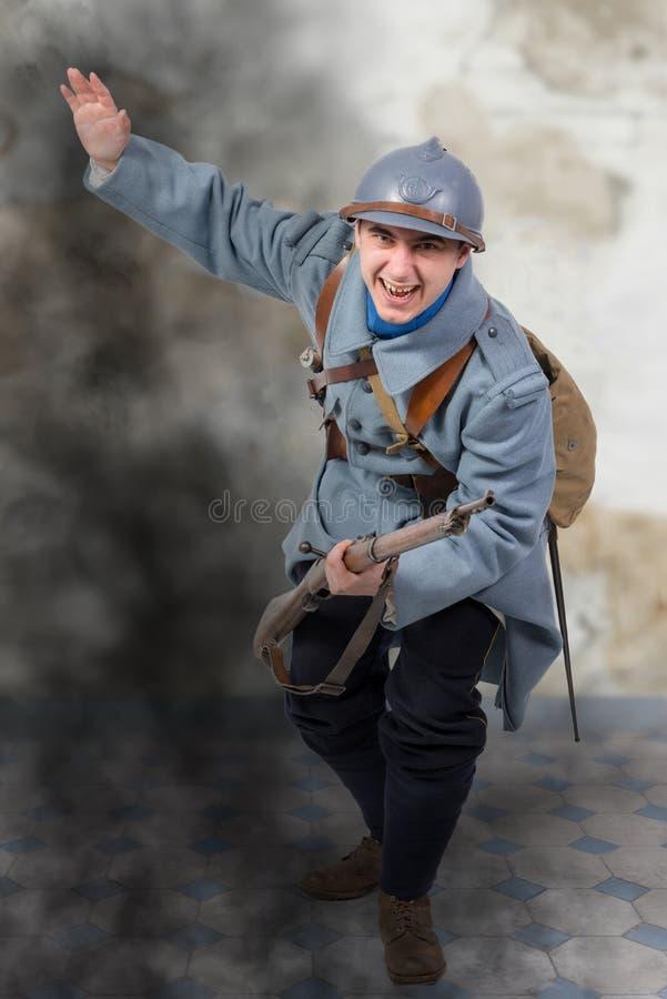 Il soldato francese 1914 1918 attacca, l'11 novembre fotografie stock