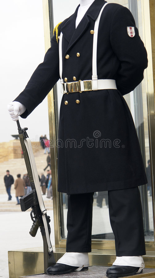 Il soldato nello spostamento della protezione fotografie stock libere da diritti