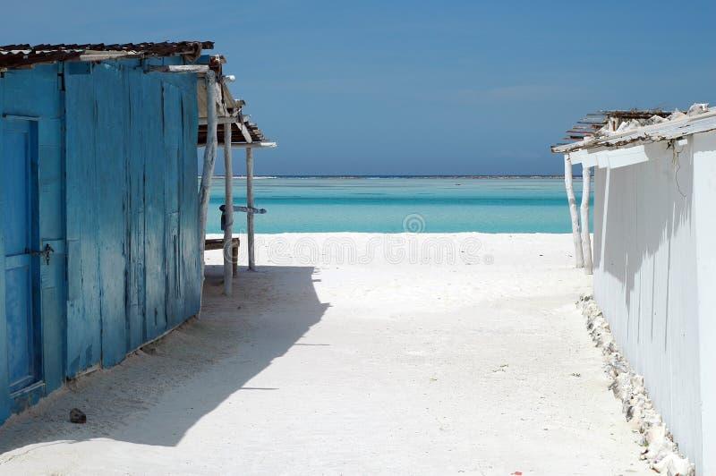 il sole delle case di spiaggia ha esposto all'aria fotografie stock libere da diritti
