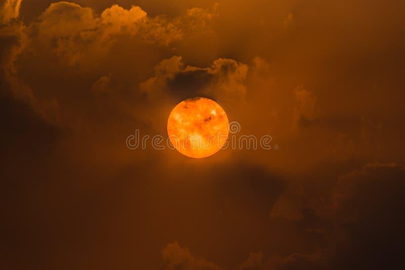 Il sole e le nubi immagini stock libere da diritti
