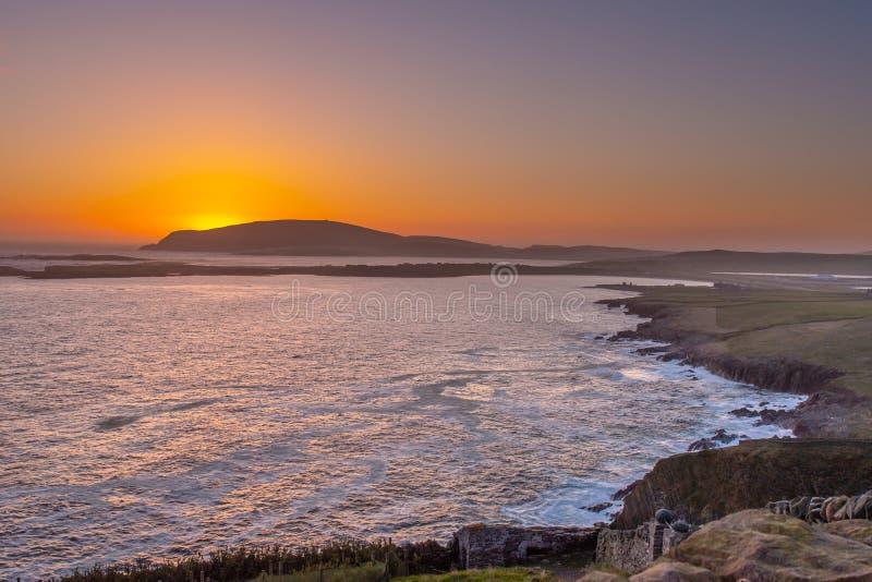 Il sole mette dietro il Ness di Burgi fotografia stock