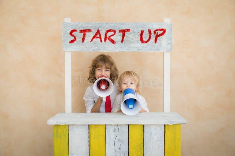 Il successo, comincia su e concetto di idea di affari fotografia stock