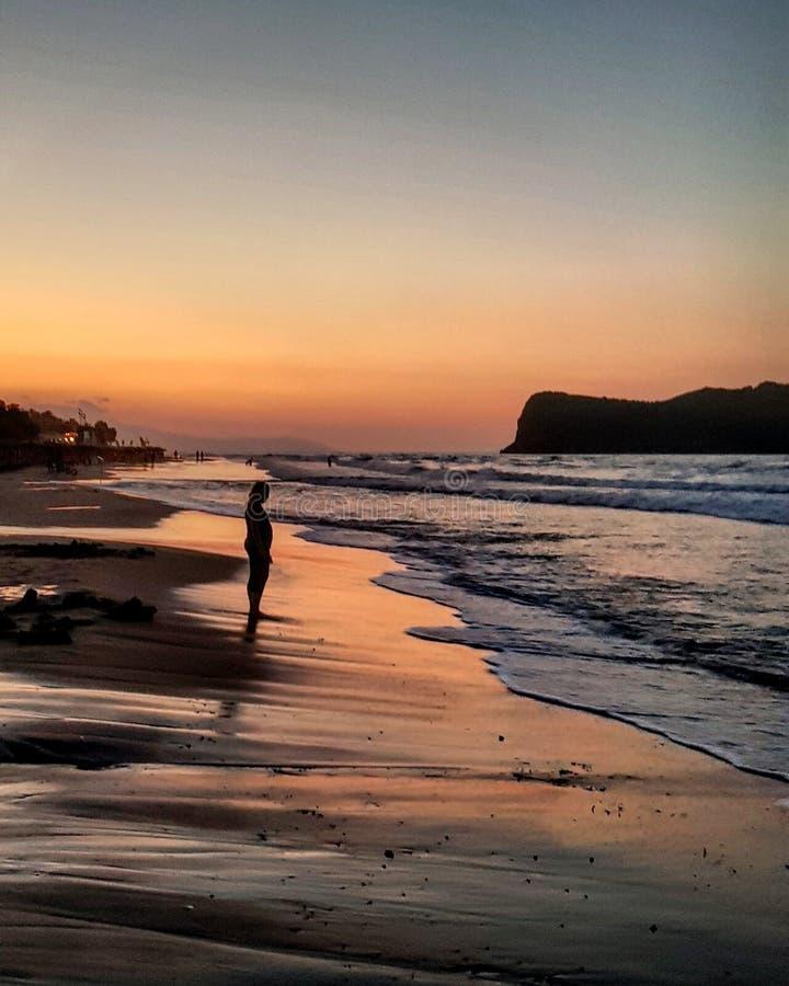 Il summerbreeze del tramonto ondeggia fantastico fotografia stock libera da diritti