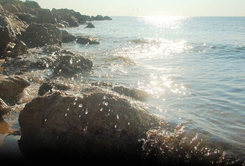 Il Sun, oscilla, riflette ed il mare fotografie stock