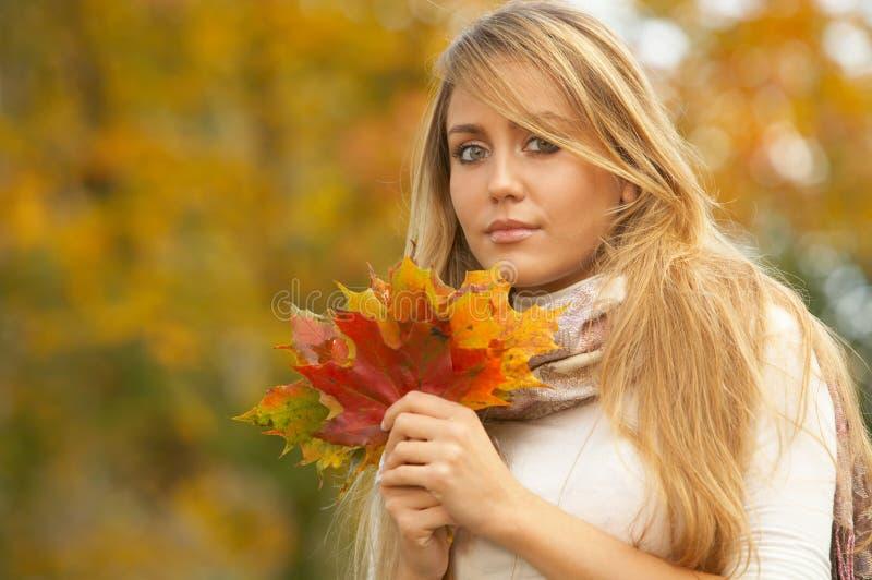 Il suo autunno! 2 fotografie stock