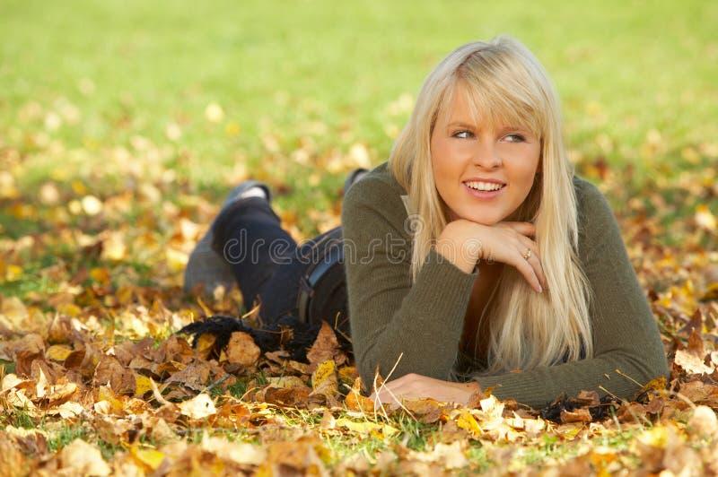 Il suo autunno! fotografia stock libera da diritti