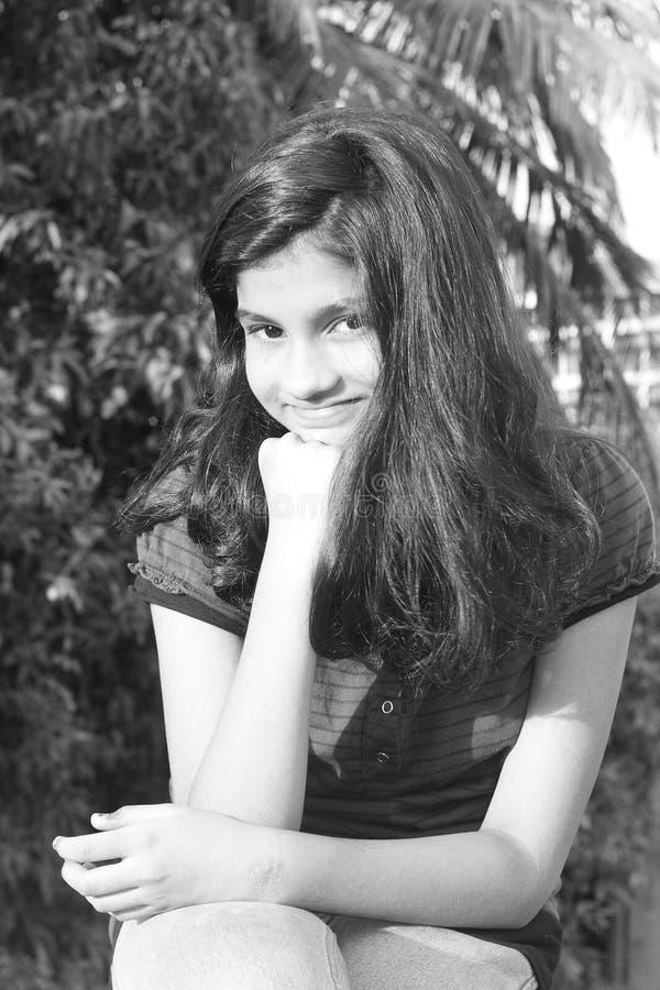 Il suo sorriso luminoso fotografia stock libera da diritti