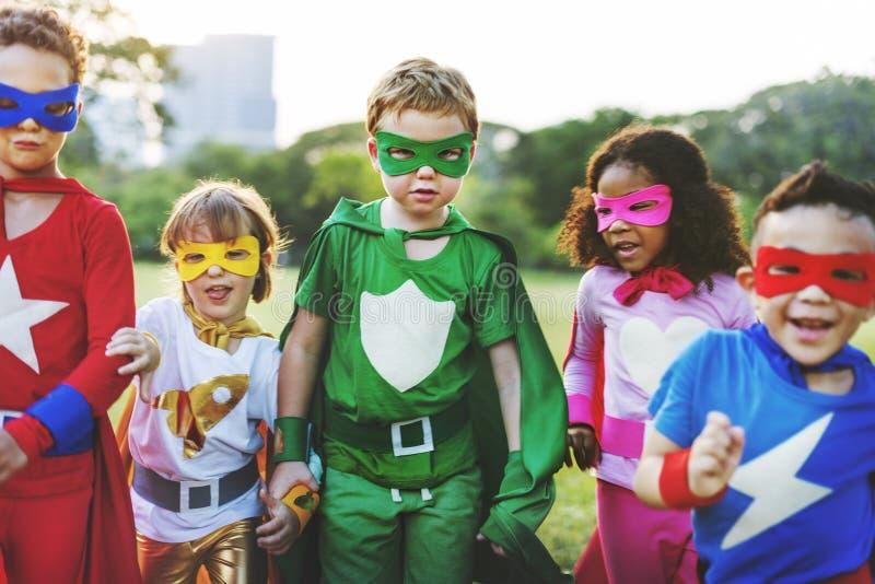 Il supereroe scherza il concetto allegro di divertimento dell'immaginazione di aspirazione immagini stock libere da diritti