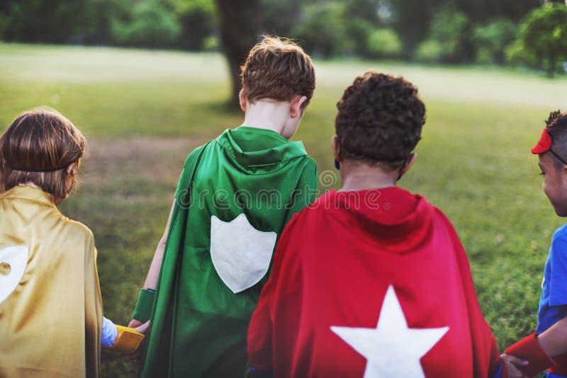 Il supereroe scherza il concetto allegro di divertimento dell'immaginazione di aspirazione immagine stock libera da diritti