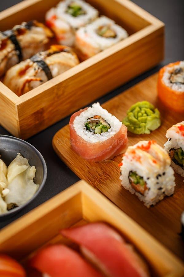 Il sushi collega la raccolta fotografia stock