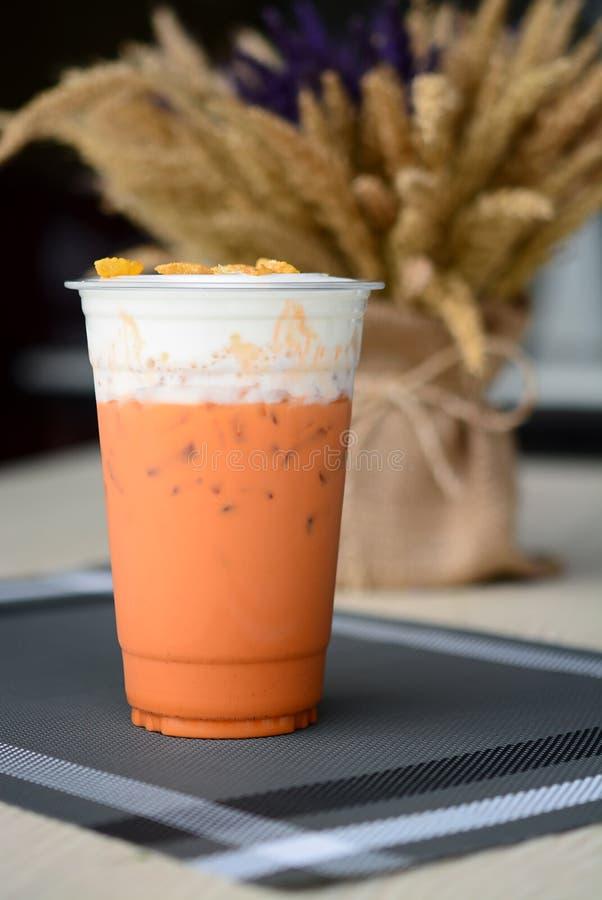 Il tè tailandese ha ghiacciato la guarnizione con il formaggio cremoso fotografia stock libera da diritti