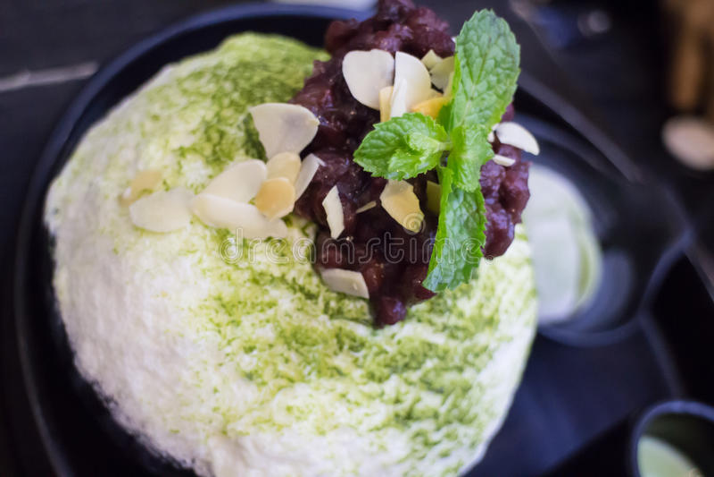Il tè verde Mochi ha ghiacciato la crema ed ha raso il ghiaccio fotografia stock libera da diritti