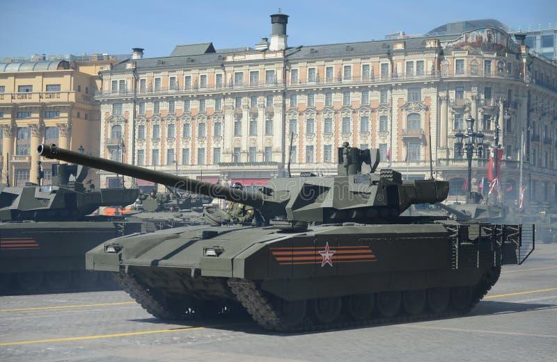 Il T-14 Armata è un carroarmato avanzato russo della prossima generazione basato sulla piattaforma universale di combattimento di fotografia stock libera da diritti