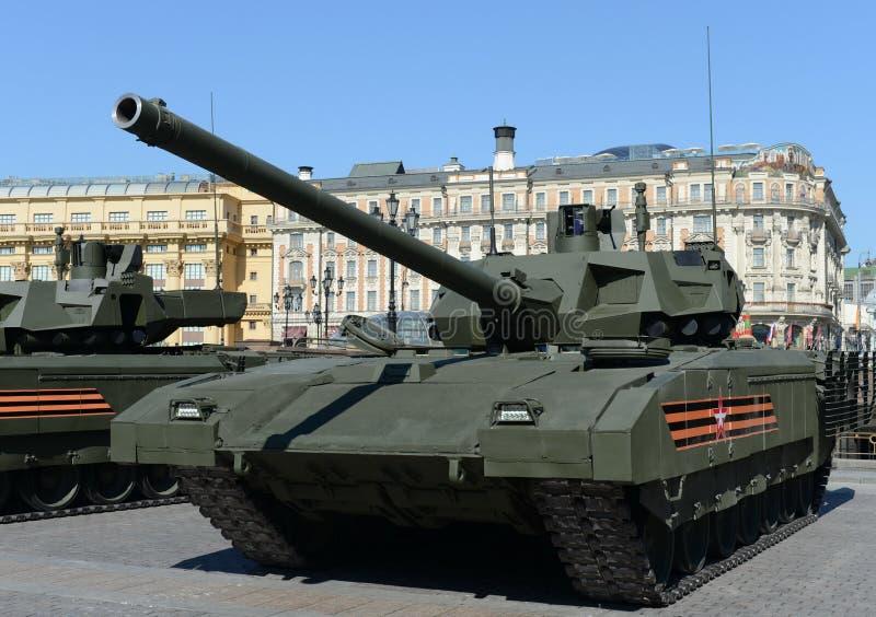 Il T-14 Armata è un carroarmato avanzato russo della prossima generazione basato sulla piattaforma universale di combattimento di fotografia stock
