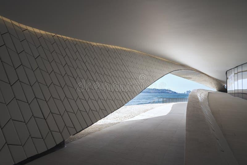 Il Tago - vista del Tago, da margine del nord, a Lisbona, il Portogallo fotografia stock