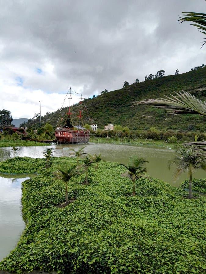 Il Taj Mahal e le barche di Jaime Duque Park hanno circondato dai laghi e dai pascoli fotografia stock libera da diritti