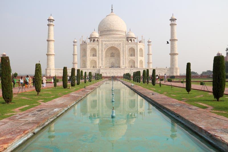 Il Taj Mahal nella riflessione immagini stock