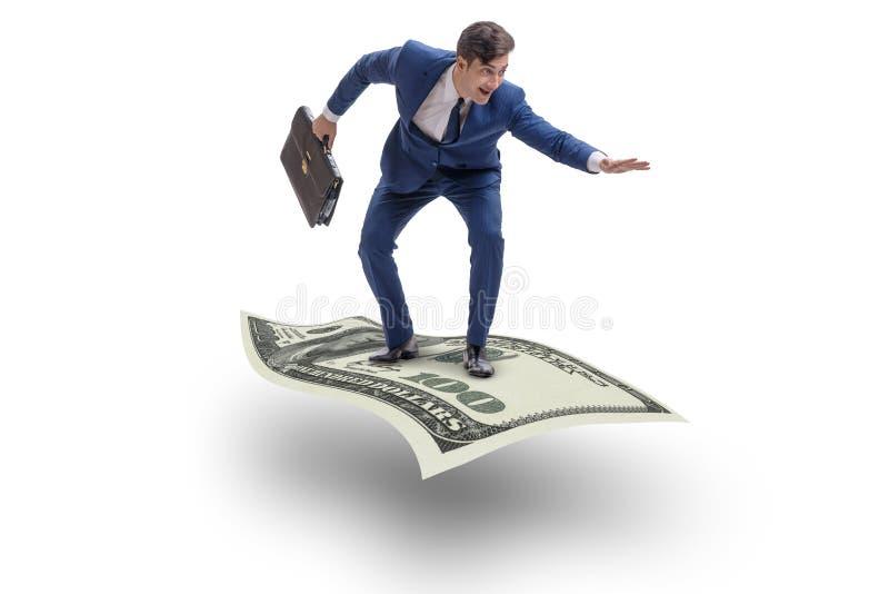 Il tappeto di volo dell'uomo d'affari fatto di valuta del dollaro fotografia stock libera da diritti