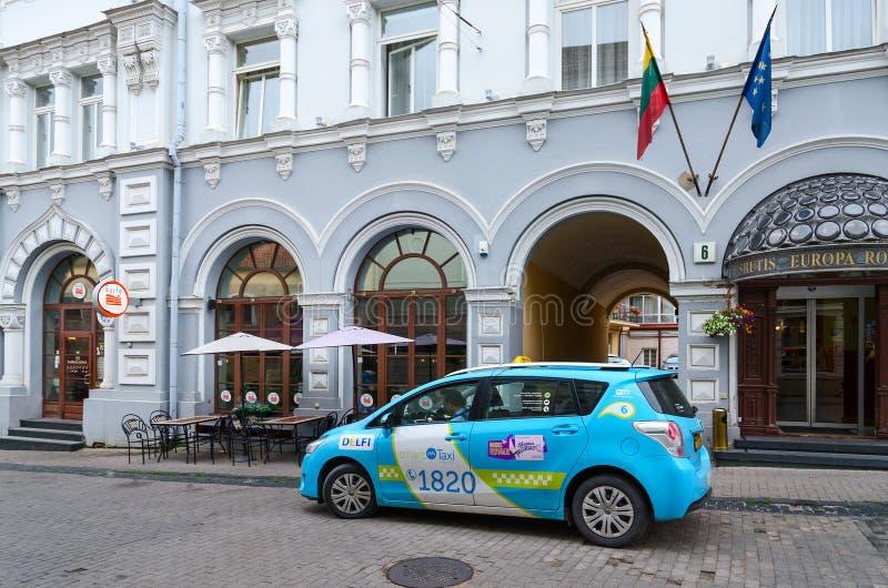Il taxi è sulla via Ausros Vartai vicino all'hotel quattro stelle Europa Roy immagine stock libera da diritti
