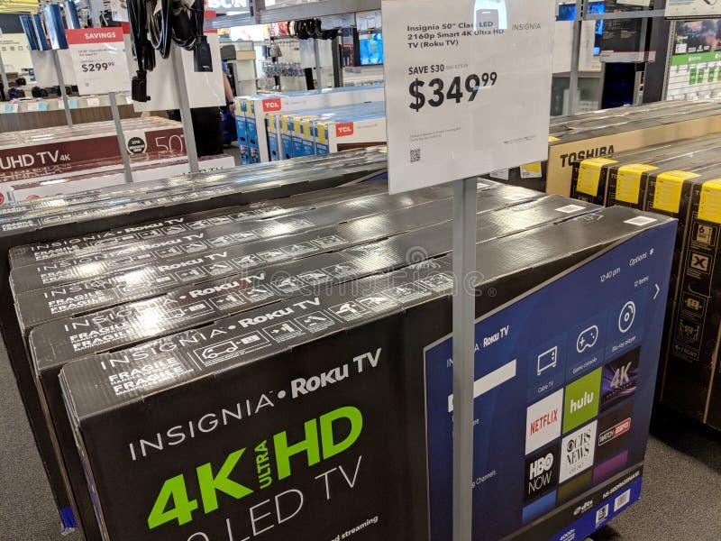 Il TCL e le insegne Roku TV su esposizione nel migliore dei casi comprano immagini stock