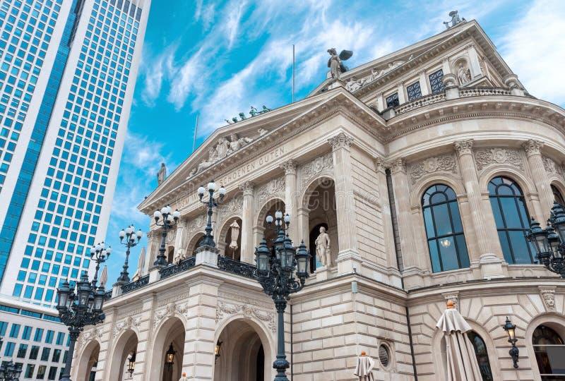 Il teatro dell'opera della città di Francoforte sul Meno di operazione di Alte immagine stock libera da diritti