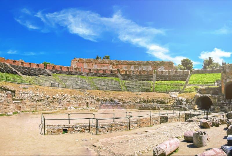 Il teatro famoso e bello del greco antico rovina Taormina immagini stock