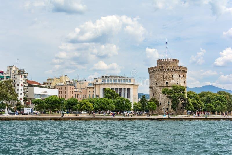 Il teatro nazionale costruzione del teatro del ` nordico s di Aristotele & della Grecia e torre bianca dentro fotografie stock