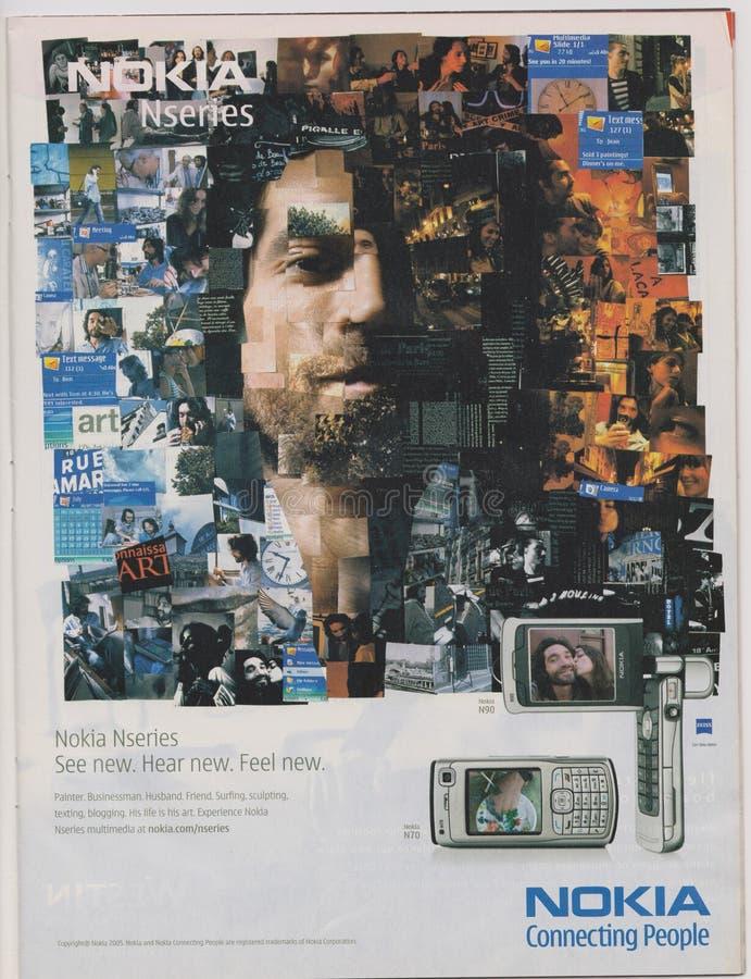 Il telefono di Nokia Nseries N70 di pubblicità del manifesto in rivista dal 2005, slogan di collegamento della gente di NOKIA, ve fotografia stock