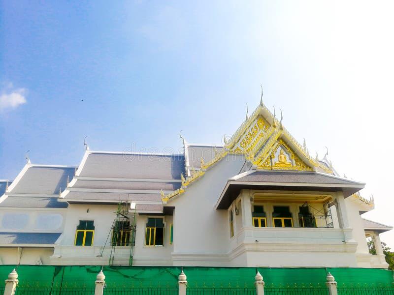 Il tempio è bello ed il cielo è chiaro immagini stock