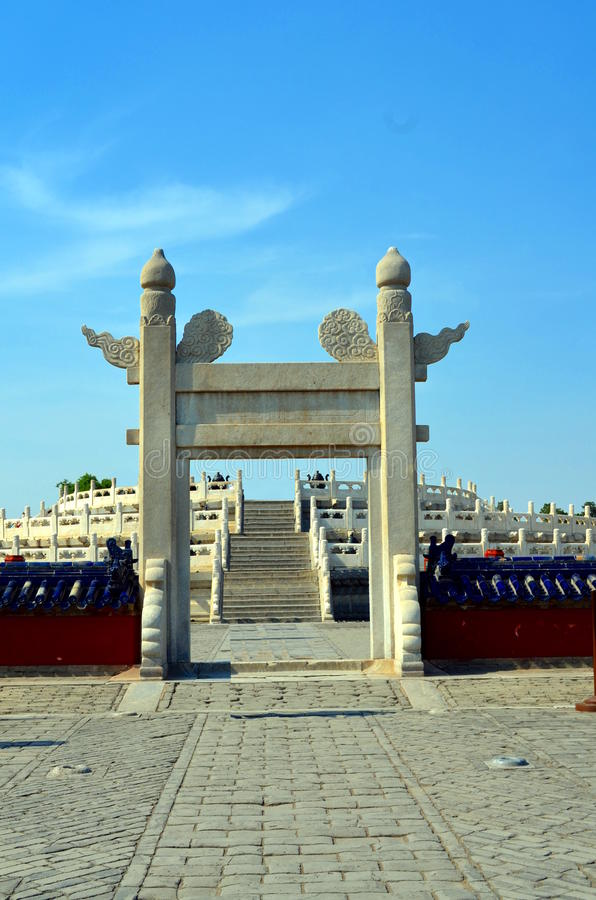Il tempio del cielo, entrata all'altare circolare di Yuanqiu a Pechino, Cina è il complesso religioso in cui gli imperatori prega immagini stock