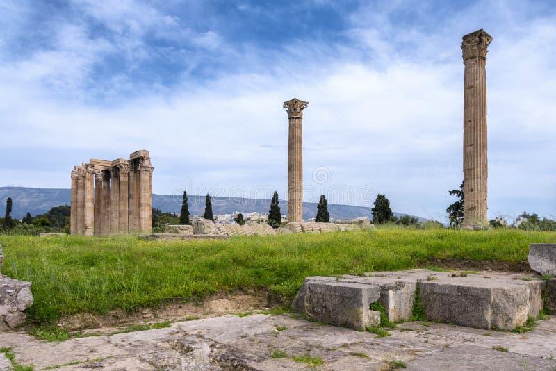 Il tempio dell'olimpionico Zeus anche conosciuto come il Olympieion o le colonne dell'olimpionico Zeus come visto dall'ovest immagini stock libere da diritti