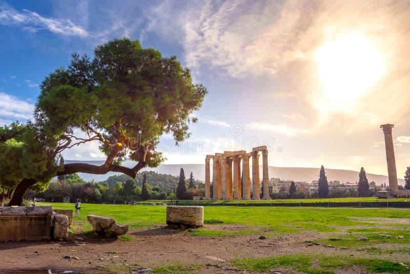 Il tempio dell'olimpionico Zeus Greek: Tou Olimpiou Dios delle NAO, anche conosciuto come il Olympieion, Atene fotografia stock