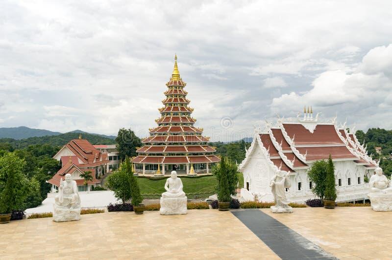 Il tempio della fila di Wat Huay Pla Kang 9 è situato sulle periferie della C fotografia stock libera da diritti