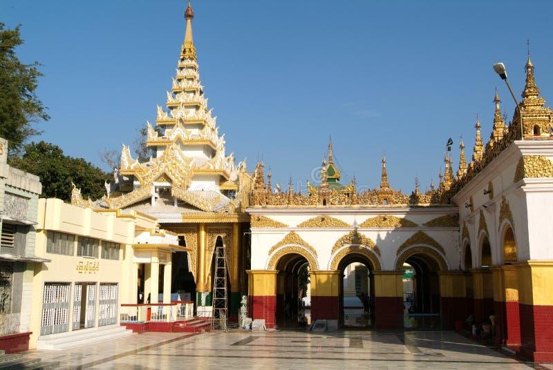 Il tempio della pagoda di Mahamuni o di Mahamuni Buddha a Mandalay fotografia stock libera da diritti
